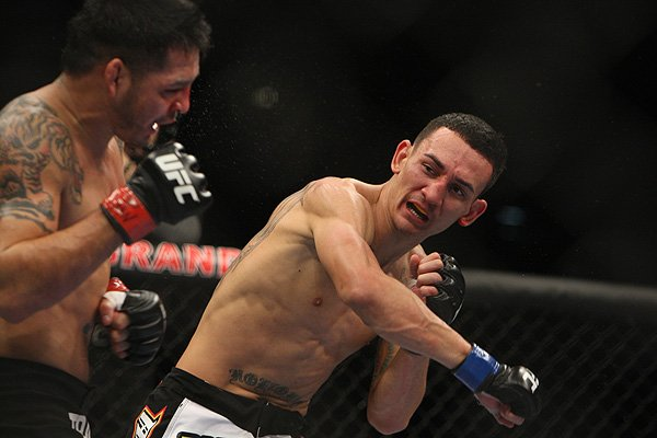 Holloway to defend featherweight title against Edgar at UFC 222