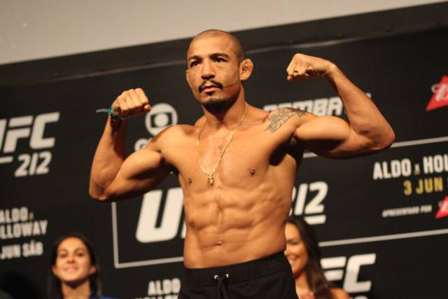 Holloway TKOs Aldo to retain title at UFC 218