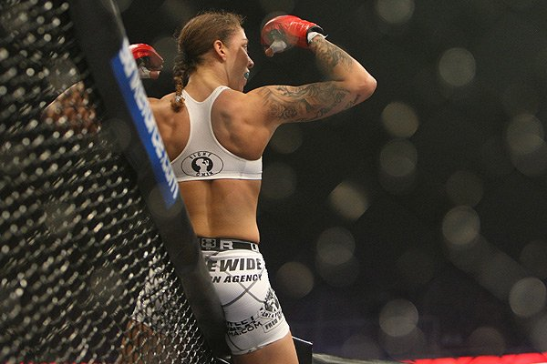 Former UFC Featherweight Champ Germaine de Randamie Returns to Bantamweight
