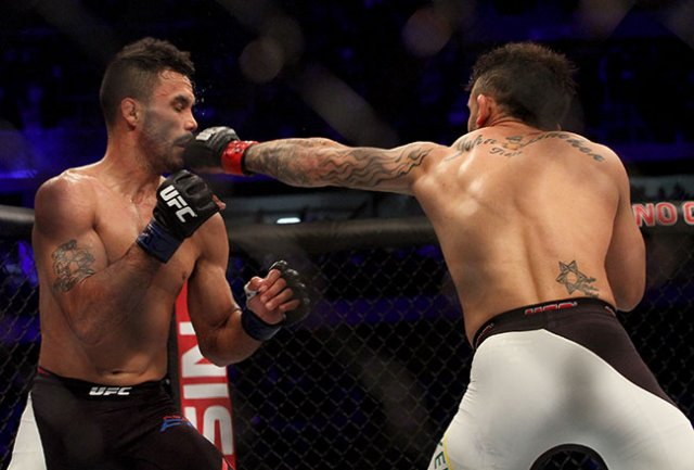 Rob Font Chokes Out Douglas Silva de Andrade For Submission Win