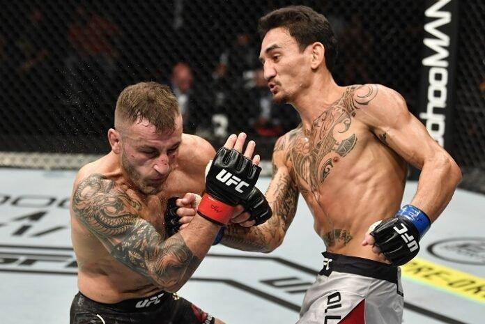 UFC 251: Alexander Volkanovski hit by Max Holloway