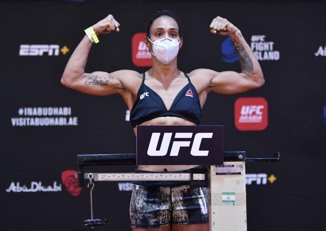 Taila Santos UFC