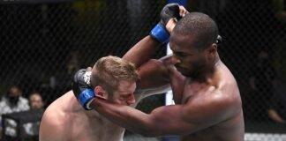 Mike Rodriguez elbows Marcin Prachnio at UFC Vegas 7