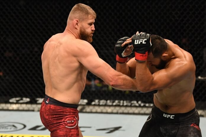 Jan Blachowicz lands on Dominick Reyes, UFC 253